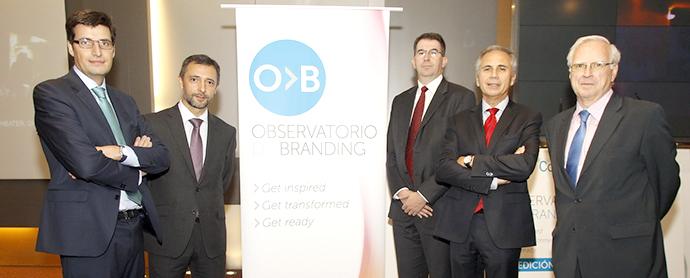 De izquierda a derecha, Javier Gómez Mora (GfK), Rafael Gómez Montejano (Affinion International España), Ian Stanfield (GfK), Víctor Mirabet (Coleman CBX) y Víctor Conde (Asociación de Marketing de España).