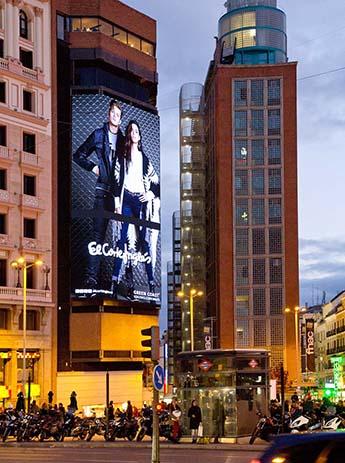 El Corte Inglés instala en Callao la mayor pantalla led de Europa