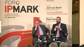 De izquierda a derecha, José Luis Bonet, presidente de Grupo Freixenet, y Jaime de Haro, director de IPMARK.