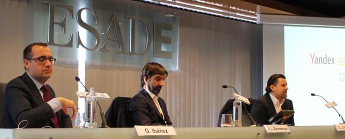De izquierda a derecha. Gonzalo Ibáñez (Kanlli), José Luis Zimmermann (Adigital) y Dominik Johnson (Yandex).