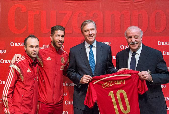Cruzcampo renueva patrocinio con la Selección hasta 2018