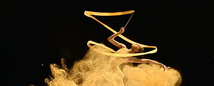La campaña navideña de Freixenet brinda con gimnasia rítmica