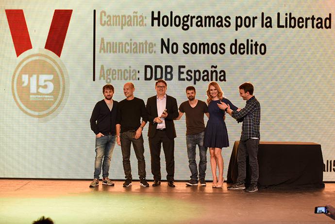 Premios Inspirational: DDB, Agencia del año y GP con 'Hologramas por la Libertad'