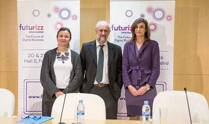 De izquierda a derecha, María José Navarro, Luis Cueto y Regina Defarges.