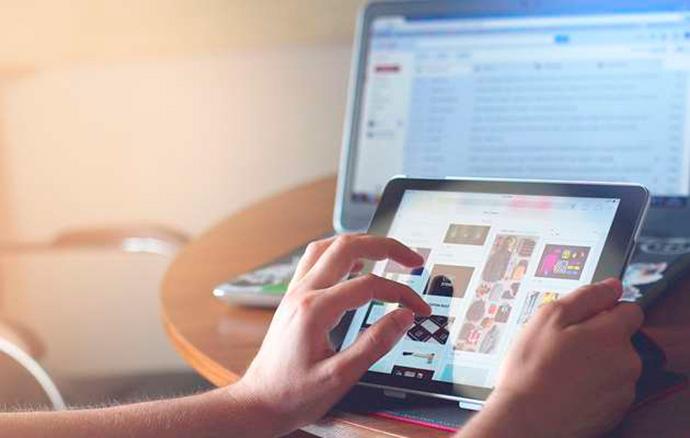 Los medios digitales aumentan sus ingresos publicitarios casi un 25%