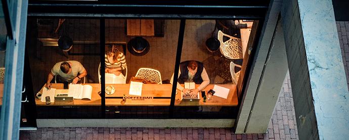 Los negocios en la nueva era digital. Los casos Airbnb y Wallapop