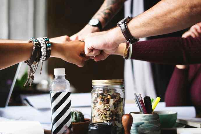 Poder y redes colaborativas: consecuencias de la deconstrucción del trabajo