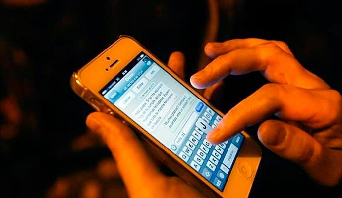 Ni llamadas, ni SMS. Los españoles son los reyes del mensaje instantáneo