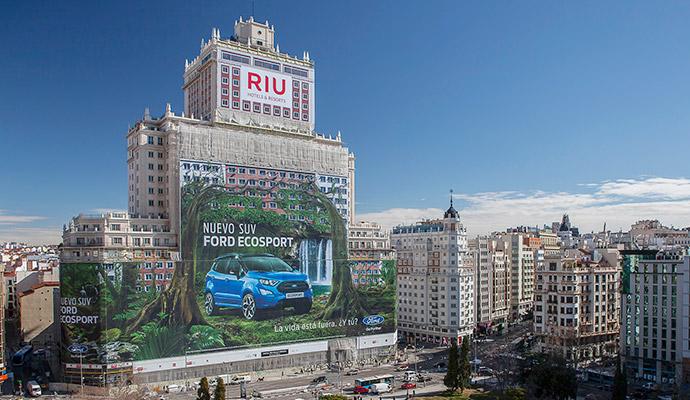Publicidad-exterior-creativa-Valla-Ford-Eco-Sport-Edificio-España-Record-Guiness