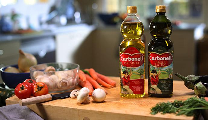 El trabajo de la agencia de publicidad &Rosàs consistirá en actualizar el discurso de marca de Carbonell para acercarse a las nuevas generaciones de consumidores.
