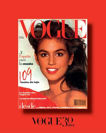 La primera portada de Vogue España, que celebra su 30 aniversario, estuvo protagonizada por la modelo Cindy Crawford ataviada con un abanico rojo.