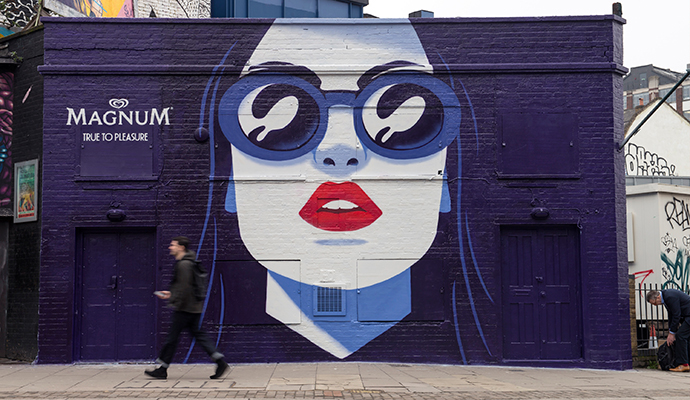 Campaña de publicidad exterior creativa del ilustrador Thomas Dhanthony para la marca de helados Magnum.
