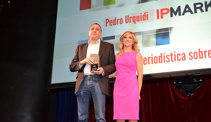 Premio a la Mejor labor periodística sobre experiencia de cliente a Pedro Urquidi, de la revista IPMARK.