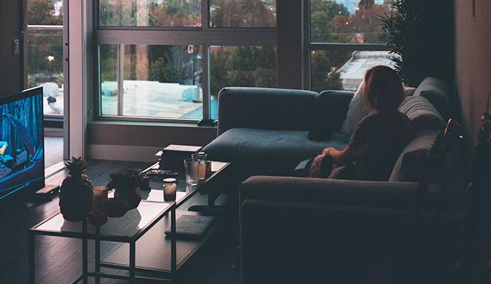 Madres y padres frente al televisor: qué ven y cuándo