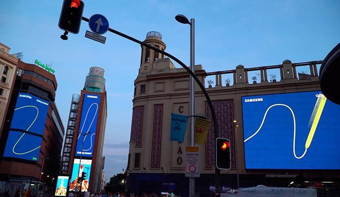 Samsung anuncia el lanzamiento en España de Galaxy Note9 con una acción sincronizada en las pantallas digitales de Callao City Lights.