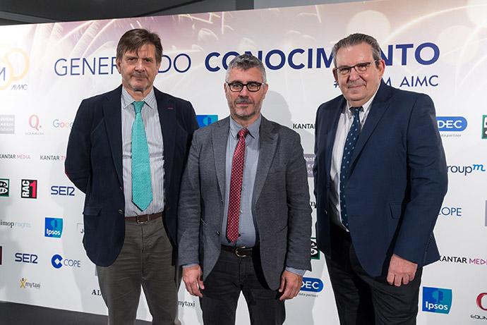 Carlos Lozano, presidente ejecutivo de AIMC; Miguel Angel Oliver, secretario de Estado de Comunicación; y Pedro Merino, presidente de AIMC.
