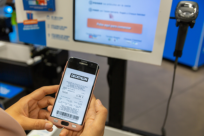 El ticket digital de Decathlon evita la emisión de 10 gramos de CO2 a la atmósfera en cada transacción.