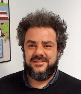 Santiago de la Asunción Larios, design researcher y market researcher docente en H2I, Uxer School e IED.