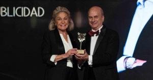 """Juan Ramón Plana recibió el """"Premio Profesionales de la Publicidad que son un Lujo"""" en los Luxury Advertising Awards 2018"""