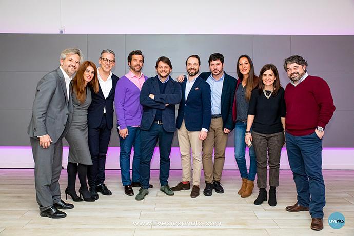 Casi todos los miembros de la nueva Junta Directiva de AEVEA, con el nuevo presidente, Andrés Virto (el 4º desde la izquierda).
