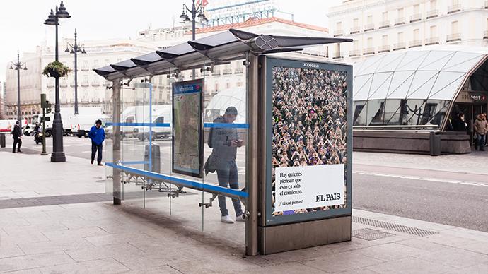 Marquesina de una parada autobús, en la plaza de la Puerta del Sol (Madrid).