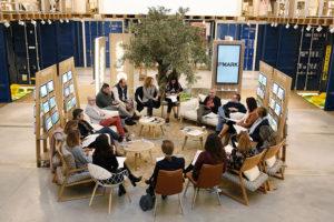 Vista general de los participantes en el coloquio IPMARK sobre la importancia del evento para el marketing farmacéutico y de la salud.