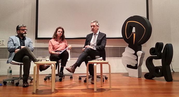 César de la Cruz, director de comunicación del Ayuntamiento Madrid; Cristina Barturen y David Coral, codirectores del festival El Sol.