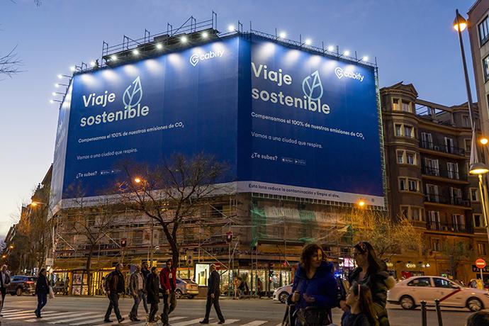Ginsa Publicidad Exterior instala dos lonas que reducen la contaminación de Madrid