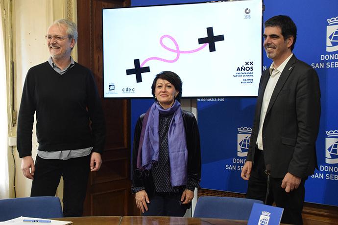 De izquierda a derecha, Guillermo Viglione, director del C de C; Concha Wert, directora general del Club de Creativos, y Eneko Goia, alcalde de San Sebastián.