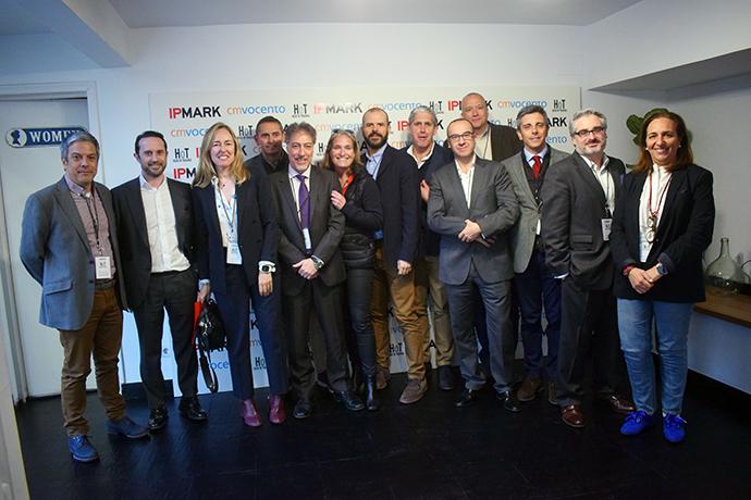 Foto de familia de todos los participantes en el encuentro Head of Trading organizado por IPMARK.