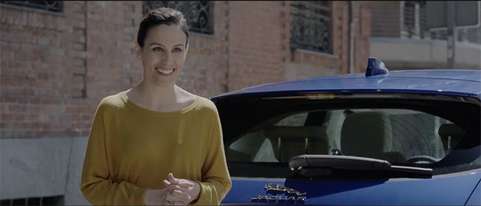 Jaguar quiere hacer extensiva la felicitación a todas las mujeres que han planteado la opción de no tener hijos o de tenerlos a una edad más avanzada.