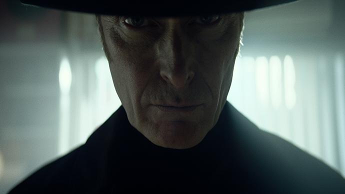 Ambientada en la mítica película de terror El Exorcista, el spot con tono humorístico