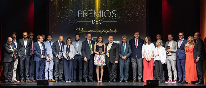 Foto de familia de los premiados DEC 2019 y el jurado.