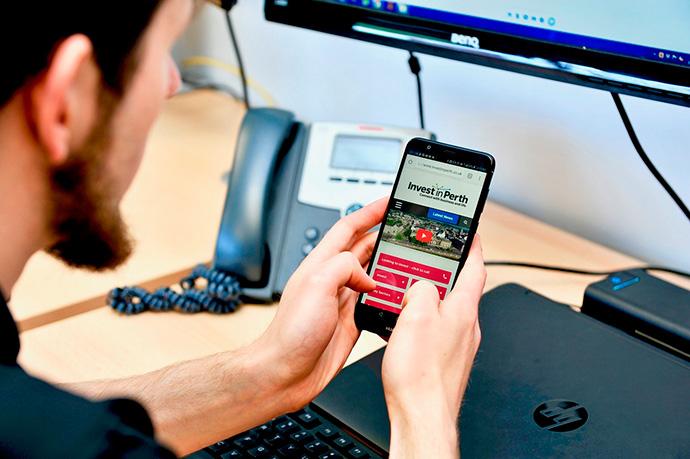 Un usuario que emplea más herramientas y dispositivos existe experiencias digitales de cliente diferenciadoras