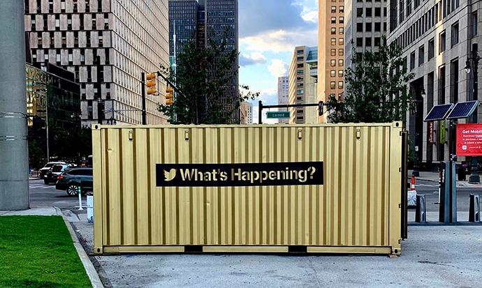 La red social del pajarito ha colocado espacios físicos, hechos con contenedores industriales, denominados #Tweetups.