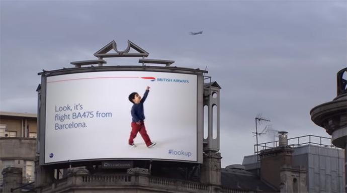 British Airways lanzó en 2013 una campaña digital y en tiempo real, con acción interactiva. El siguiente paso, la programática en DOOH.