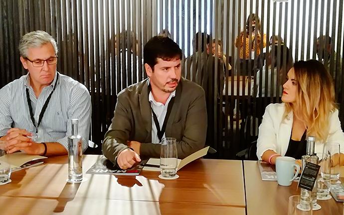 Andrés Virtó, en el centro de la imagen, es el actual presidente de AEVEA.