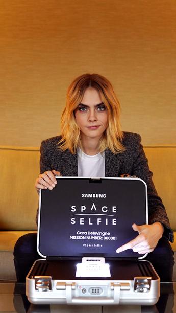 Selfies en el espacio, la última campaña de Samsung