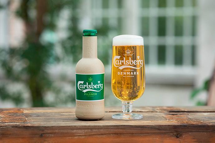 Carlsberg ha presentado dos prototipos de botella de papel para envasar cerveza