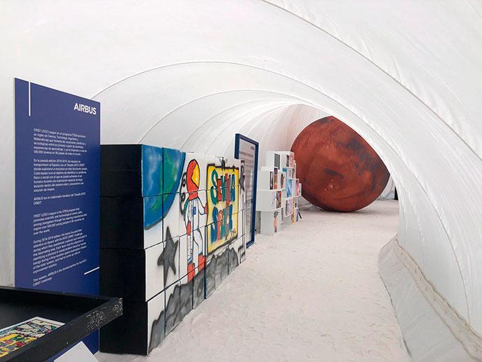 Interior de la exposición de Airbus en Sevilla
