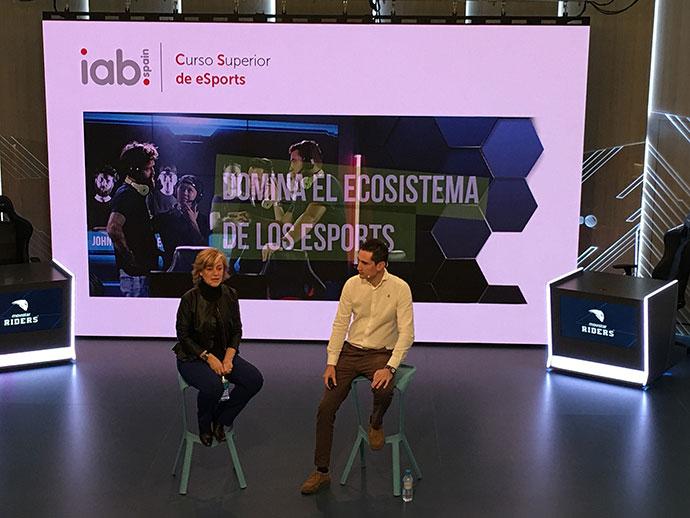 Reyes Justribó, Directora General de IAB Spain y Carlos García- Acevedo, CEO de Movistar Riders eSports