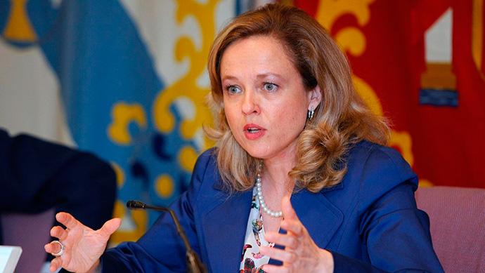 La vicepresidenta económica, Nadia Calviño, anuncia el retraso del cobro de la tasa Google, a la espera de ver las negociaciones de la OCDE
