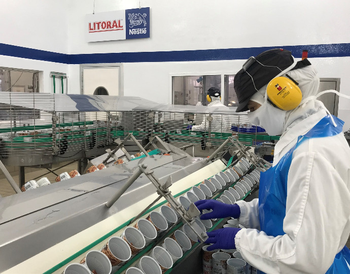 Nestlé España garantiza el salario íntegro de sus empleados que podían haberse afectados por el covid-19