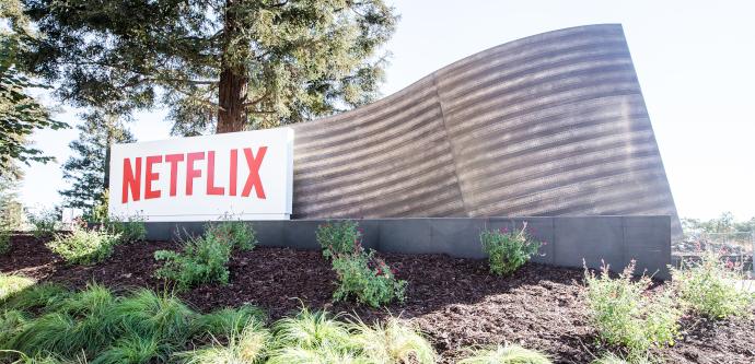 Netflix, sin publicidad (todavía), suma suscriptores y ganancias en pleno confinamiento