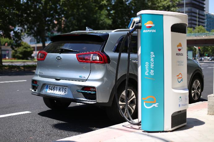 Repsol y KIA cierra una nueva alianza para impulsar el coche eléctrico en España