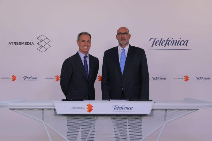 Silvio González (consejero delegado de Atresmedia) y Emilio Gayo (presidente ejecutivo de Telefónica España).