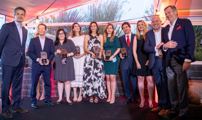 Foto de familia de los premiados en la VII edición de los Premios DEC.