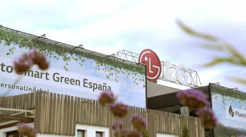 LG España instala una lona para reducir la huella de CO2