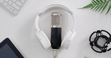 Amazon y Spotify, a la caza del oyente, editor y anunciante de podcasts