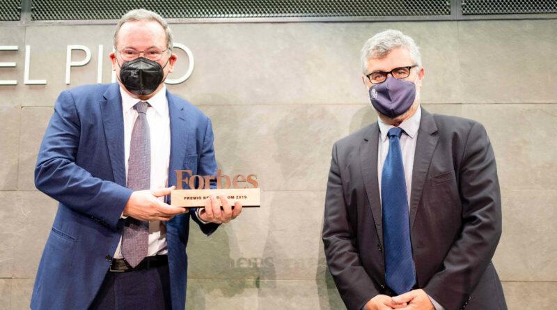 (De izq. a der.) Eduardo Navarro de Carvalho, dircom de Telefónica, y Miguel Ángel Oliver, secretario de Estado de Comunicación